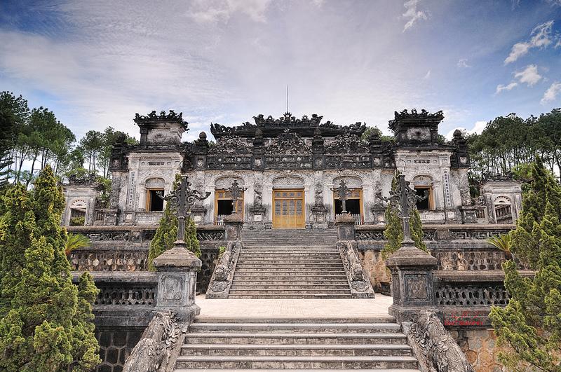 Tham-lang-vua-Khai-Dinh-o-Hue_001