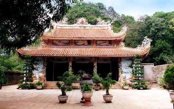 """Chùa Tam Thai giống như """"Sao Tam Thai"""" tức là 3 ngôi sao làm thành cái đuôi của chùm sao Đại Hùng Tinh"""