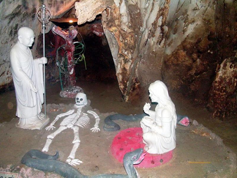Với sự kiến tạo độc đáo của thiên nhiên, động Âm Phủ được xem là một trong những hang động lớn và huyền bí nhất trong quần thể hang động ở khu danh thắng Ngũ Hành Sơn.