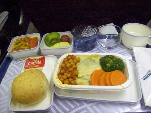 Một bữa ăn chay thịnh soạn được phục vụ trên chuyến bay. Thành phần dinh dưỡng của món chay giúp cơ thể bạn khỏe mạnh và dễ chịu hơn.
