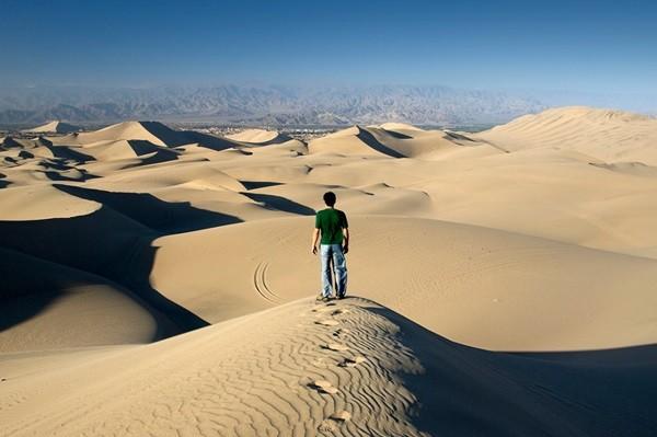 Du lịch khiến bạn nhận ra bạn chỉ là một hạt cát trong sa mạc rộng lớn mang tên thế giới