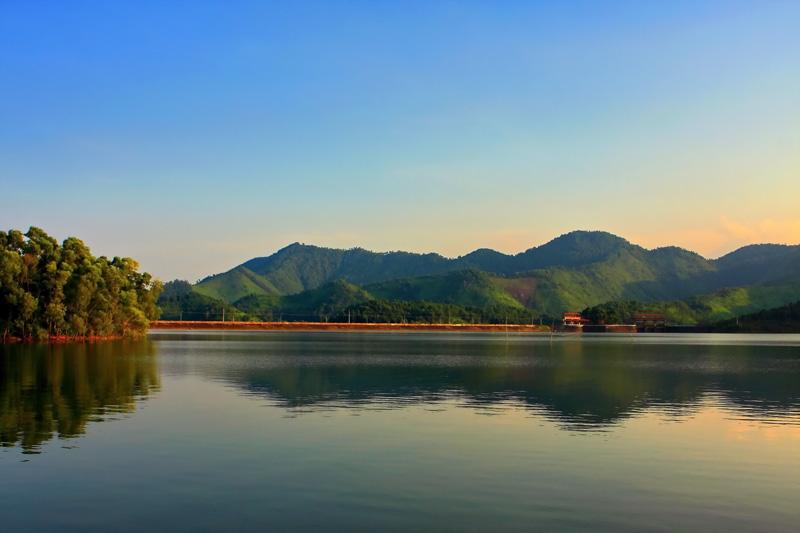 Hồ Núi Cốc được ví như một Hạ Long thu nhỏ