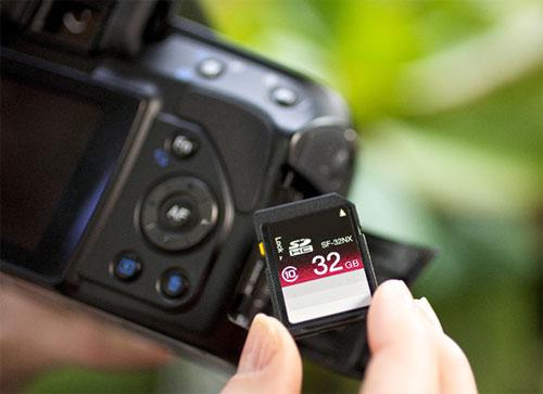 Luôn kiểm tra thẻ nhớ máy ảnh trước mỗi chuyến đi