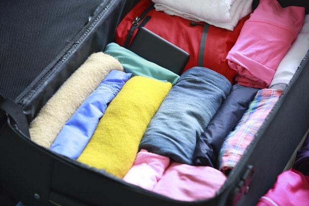 Cách xếp vali cuộn tròn