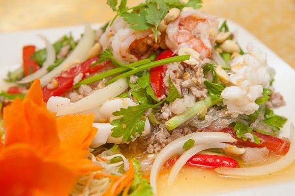 ẩm thực đường phố Thái Lan: : goi-tom-muc