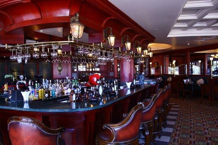Giá cả trong các quầy Bar thường rất đắc đỏ