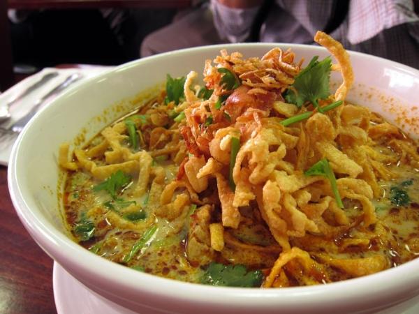 Mì gà nướt cốt dừa Thái