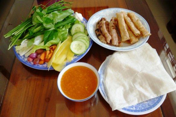 Nem nướng là món ăn không thể thiếu khi nhắc đến vùng đất Khánh Hòa