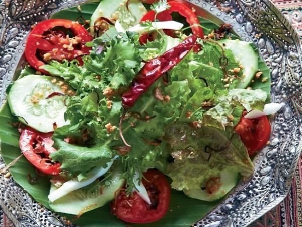 Salad đậu và hẹ chiên