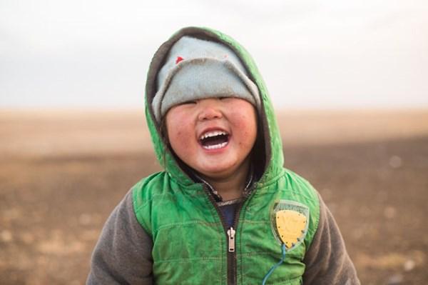 Nụ cười hồn nhiên của một em bé Mông Cổ