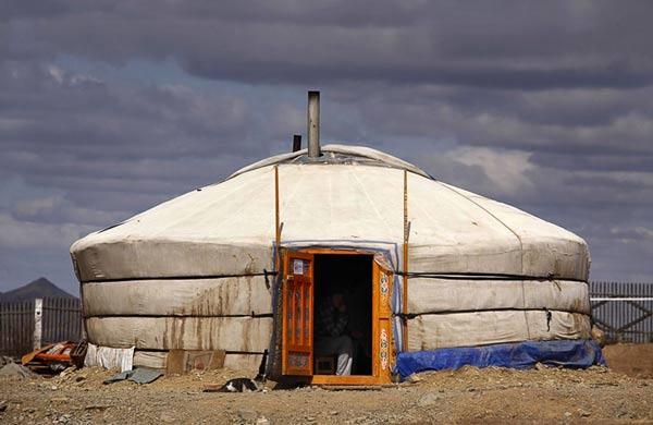 Một chiếc lều trên thảo nguyên.