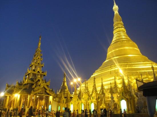 Kinh nghiệm du lịch Myanmar - Chùa vàng Swedagon về đêm