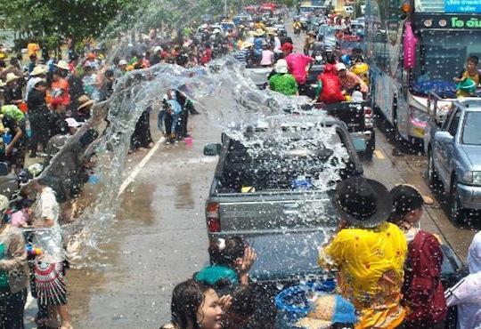 Lễ hội té nước tại Chiang Mai