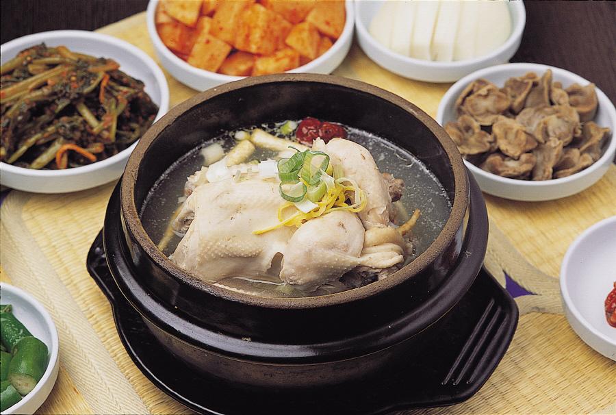 Bổ dưỡng với gà hầm sâm samgyetang