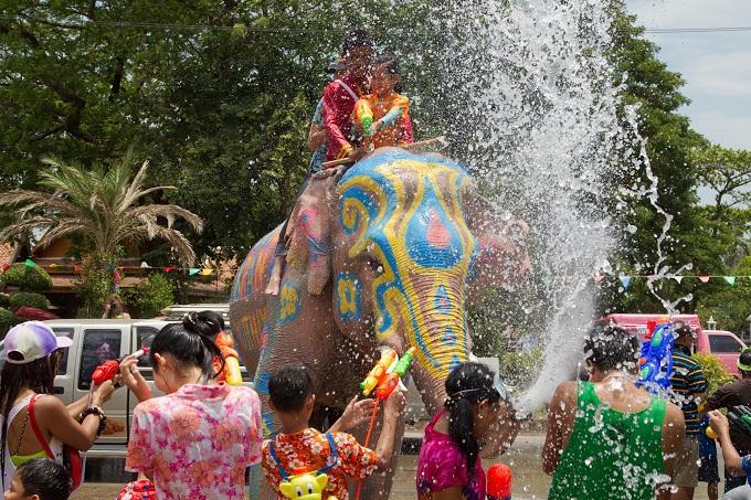 Lễ hội Thái Lan: Té nước