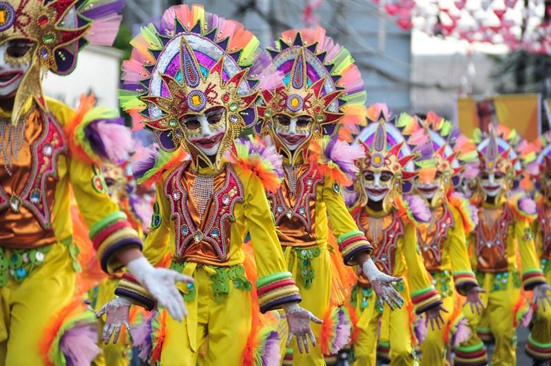Philippines sở hữu nền văn hóa giàu có, pha trộn giữa đặc trưng truyền thống Á Đông với nét hiện đại ở những nước khác.