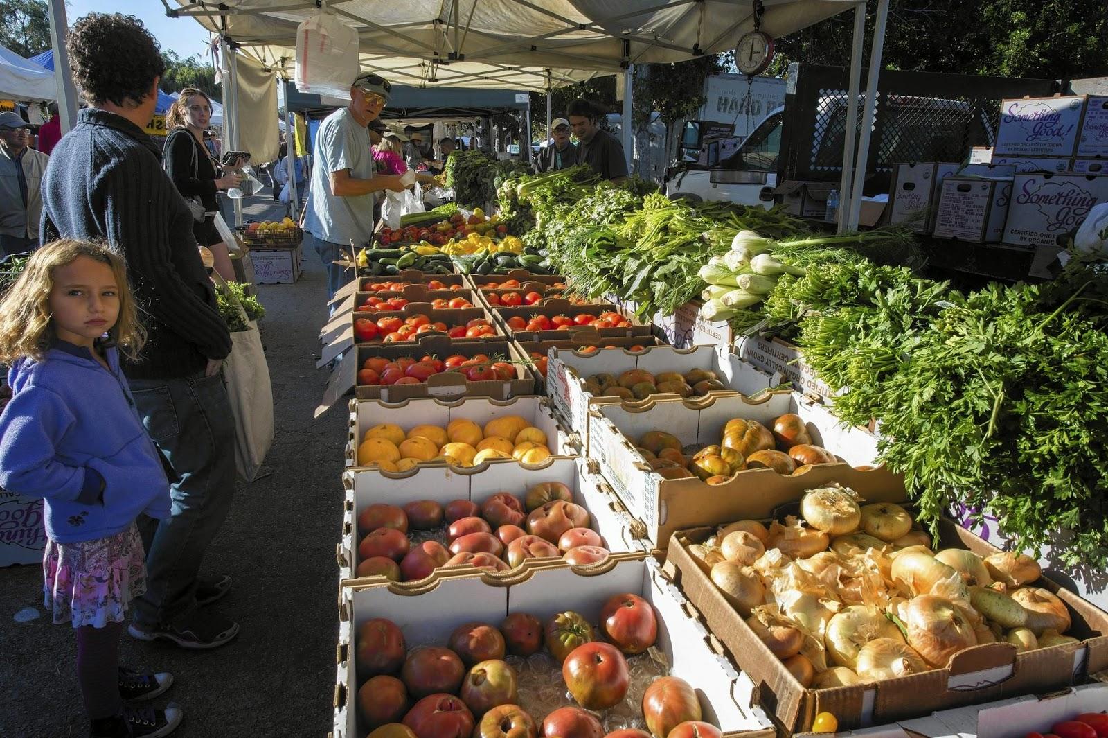 Chợ Los Angeles nằm ở góc đường Third và Fairfax - nơi trao đổi rau củ quả tươi của nông dân và người địa phương.