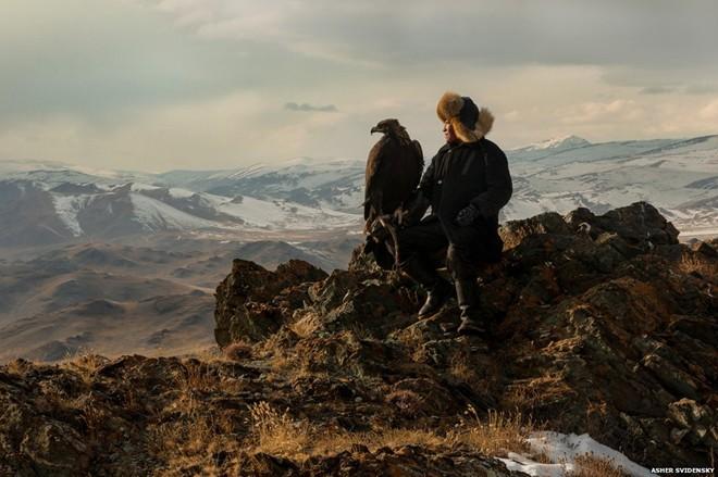 Ngoài vẻ đẹp hoang sơ, kỳ vĩ của tự nhiên, Mông Cổ cũng là vùng đất có khí hậu khắc nghiệt. Mùa hè, nhiệt độ có thể lên đến 40 độ C còn mùa đông lạnh giá, tuyết bao phủ kín nhiều nơi.