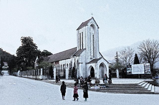 nhà thờ cổ Việt Nam: Nhà thờ đá ở Sapa