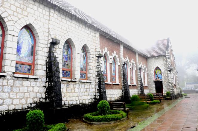 Nhà thờ cổ Việt Nam: nhà thờ đá Sapa