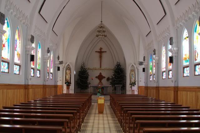 Nhà thờ cổ Việt Nam: Bên trong nhà thờ đá ở Sapa