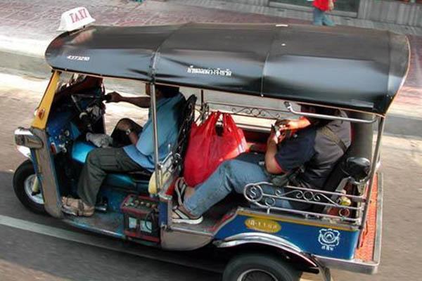 đi du lịch Thái Lan: xe ở thủ đô Bangkok
