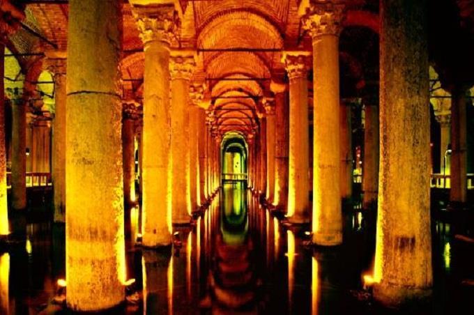 Cung điện dưới nước Yerebatan Cistern