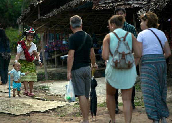 làng dân tộc cổ dài Karen