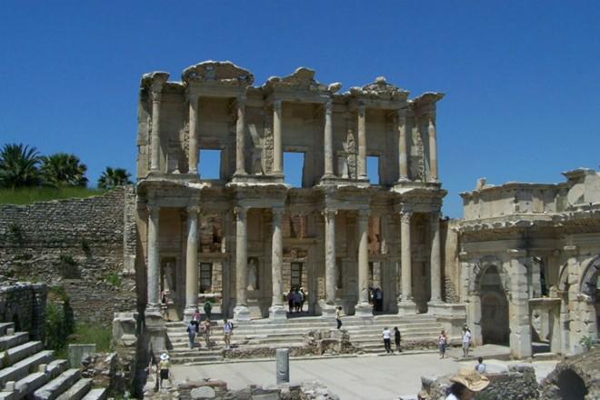 Thư viện Celsus với lối kiến trúc độc đáo cùng với những hoa văn, họa tiết tinh xảo
