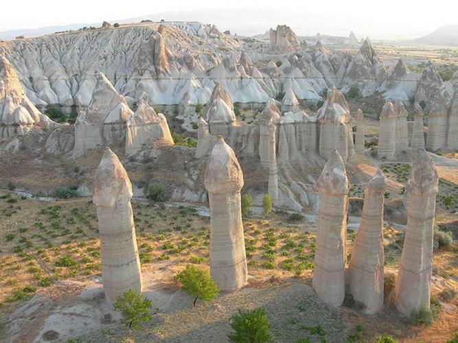 Hệ thống những cột đá cao và thẳng tắp