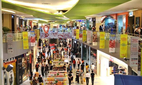 Các trung tâm mua sắm sầm uất với đa dạng các mặc hàng