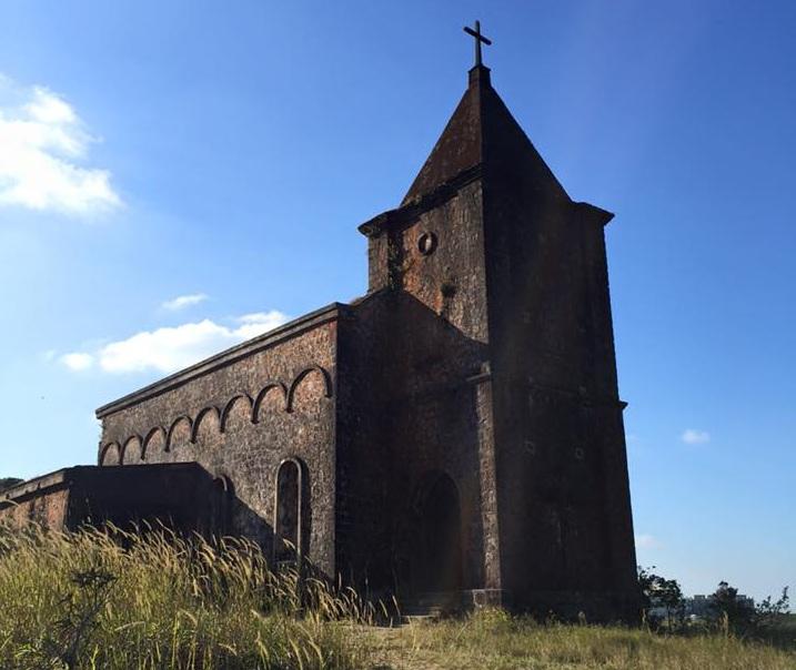 Hai điểm tham quan tiếp theo trên núi Bokor là Nhà thờ cổ, được xây dựng vào thế kỉ 20