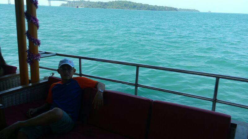 Điểm đến tiếp theo của hành trình là đảo thiên đường Koh Rong với biển xanh, cát trắng và nắng vàng.