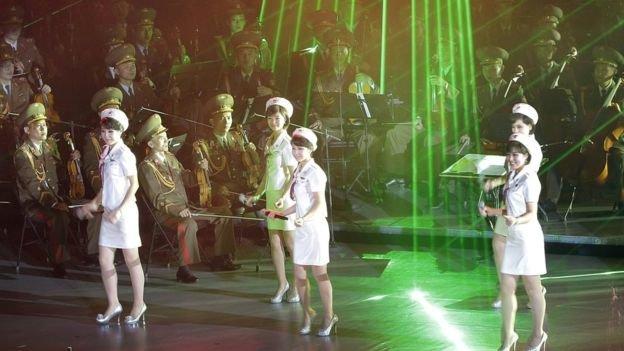 Bạn sẽ tiêu tốn 1 khoản nhỏ chi phí cho việc thưởng thức các show trình diễn ca nhạc ở Triều Tiên.