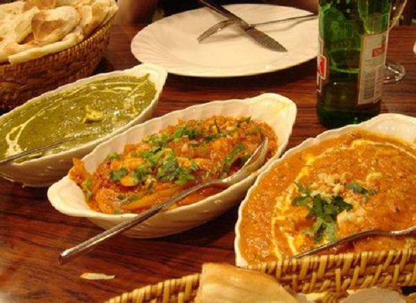 Điểm đặc biệt của các món ăn Bắc Ấn là thường có nước sốt đi kèm