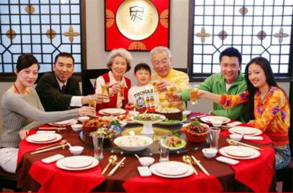 Cũng giống như ở Việt Nam, Tết âm lịch là dịp để những người thân trong gia đình của người Trung Quốc quây quần bên nhau.