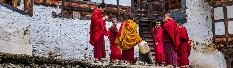 Đa phần người dân ở Bhutan đây đều theo đạo Phật, họ tin vào luật nhân quả khi cho rằng, họ sống cuộc sống tốt đẹp bây giờ sẽ nhận được kết quả tốt đẹp trong kiếp sau. Điều này thôi thúc họ sống từ bi, nhân ái, làm những việc tốt cho người khác.