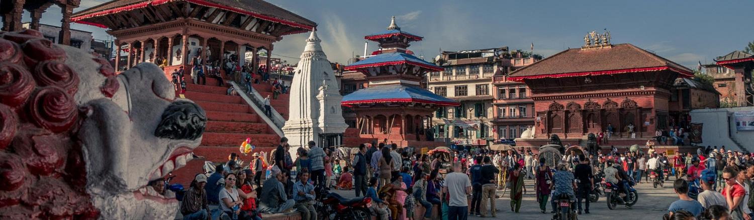 Nepal, vùng đất đầy huyền bí có dãy Hymalaya  và đỉnh Everest cao nhất thế giới, nơi hội tụ nhiều nền văn hóa, tôn giáo khác nhau với hơn 100 dân tộc sinh sống, cũng là nơi thủy tổ xuất phát của đạo Phật.