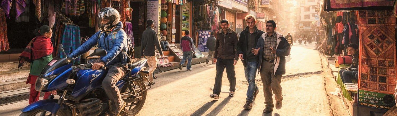 Nepal là một trong những nước nghèo nhất trên thế giới với tỷ lệ thất nghiệp khá cao. Nếu bạn muốn giúp đỡ người nghèo, hãy thực hiện một chuyến đi đến Nepal!