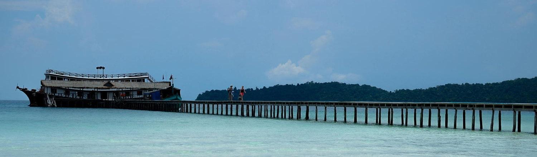 Koh Rong Island nằm trong vịnh Thái Lan, cách thành phố biển Shihanoukville 20km, là hòn đảo nổi tiếng nhất Campuchia nhưng vẫn giữ được vẻ hoang sơ