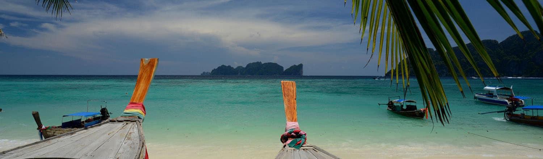 Đảo Phi Phi được mệnh là đảo đẹp nhất thế giới với bãi biển sạch nhất thế giới, được các nhà tổ chức du lịch quan tâm nhất và đưa vào chương trình tour du lịch Thái Lan là chủ yếu