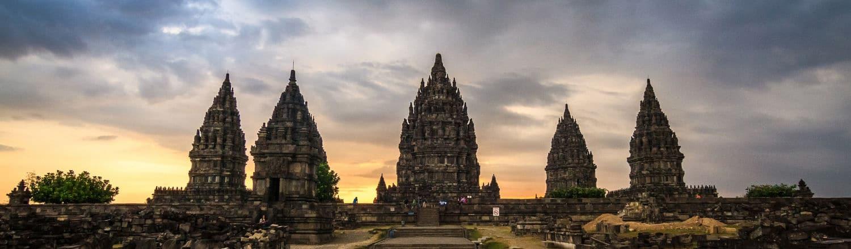 Prambanan là một quần thể đền thờ thần Hindu ở Trung Java, cách thành phố Yogyakarta khoảng 18 km về hướng đông.Quần thể Prambanan là đền thờ Hindu lớn nhất khu vực Đông Nam Á.