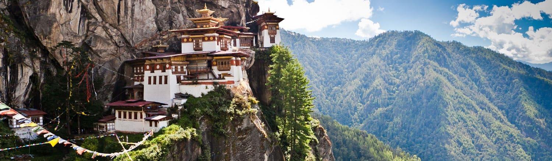 Tu viện Taktsang (Tiger Nest) - một trong những tu viện Phật giáo nổi tiếng ở Bhutan mà bất cứ người dân nào ở đây cũng muốn đến một lần trong đời.