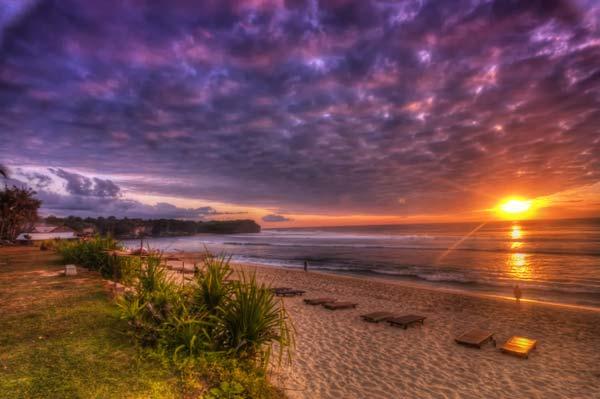 Bãi biển Balangan là điểm đến lý tưởng nhất cho những du khách đam mê môn lướt ván