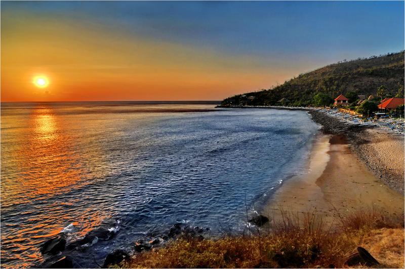 Hoàng hôn tuyệt diệu trên bãi biển Bias Tugal
