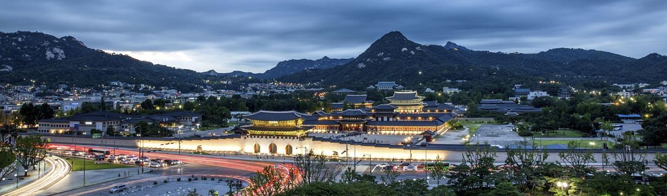 Được xây dựng từ năm 1395, Gyeongbokgung -Cung Cảnh Phúc trở thành nơi hoạt động triều chính chính thức của các triều đại trong suốt lịch sử của vương triều Joseon. Hiện tại, Cảnh Phúc Cung là điểm đến không thể thiếu cho du khách khi ghé thăm đất nước Hàn Quốc