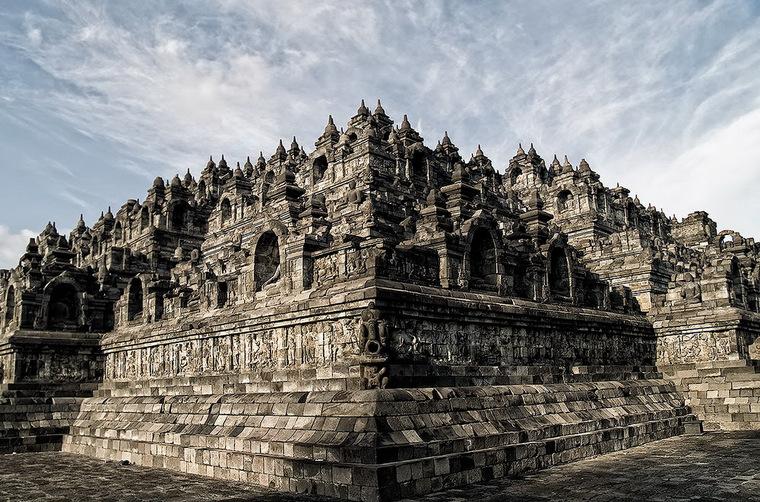 Cho đến nay, nguồn gốc của đền Borobudur vẫn còn là một điều bí ẩn