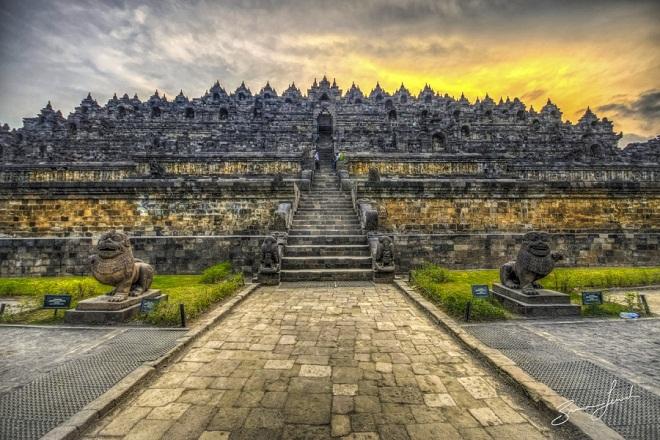 Đền Borobudur đã có thời kỳ bị quên lãng khi Indonesia gần như hoàn toạn bị Hồi giáo hóa