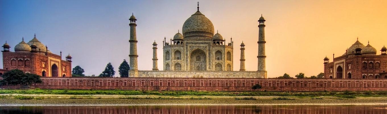 Taj Mahal, ngôi đền nổi tiếng ở Ấn Độ được xem là biểu tượng của tình yêu bất diệt giữa hoàng đế Shah Jahan và hoàng hậu Mumtaz Mahal