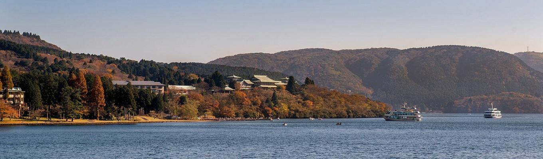 Hồ nước Ashi - hồ nước nằm trên miệng núi lửa Hakone